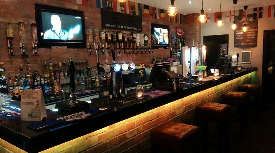 Hucknall, UK: H2o Bar and Lounge, Sports Bar and Entertainment Lounge