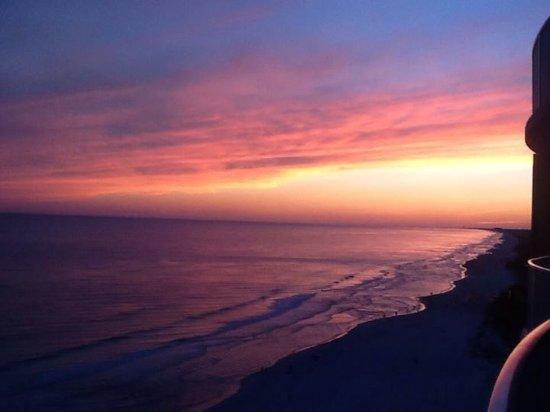 Emerald Isle Resort and Condominiums: Beautiful sunset from Emerald Isle.