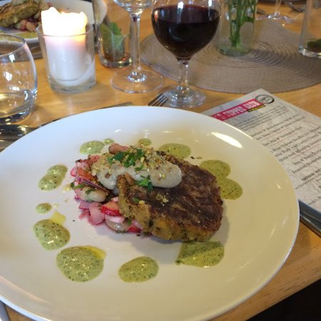 Longhope, UK: Moroccan Bean Burger with Broad Bean & Strawberry Salad