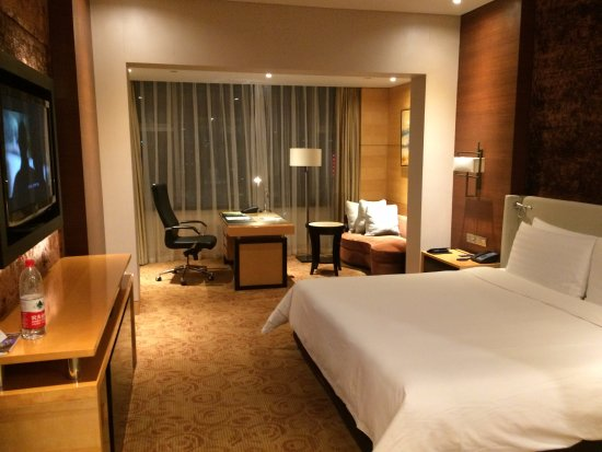 Large hotel, attentive staff and great rooms.