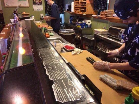 Sushi Zen: Workin' on the sushi bar