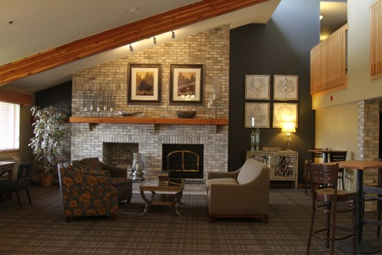 Litchfield, MN: Cozy Lobby