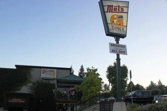 Mel & Faye's Diner, Jackson