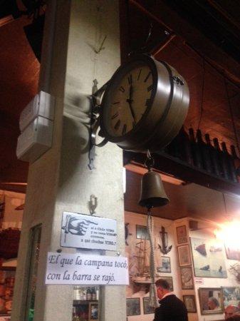 Bar Restaurant Cinzano: Reloj Campana