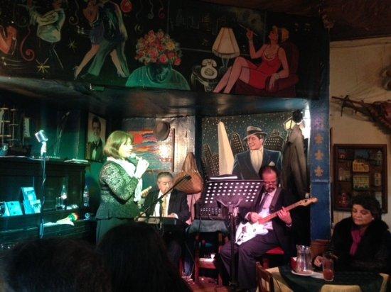 Bar Restaurant Cinzano: Cantante de boleros