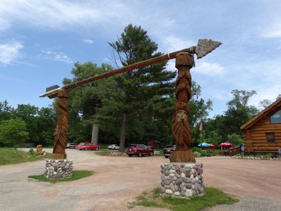 Wautoma, WI: Awesome Totem Poles!