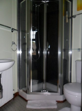 Adina B&B: Double en suite shower