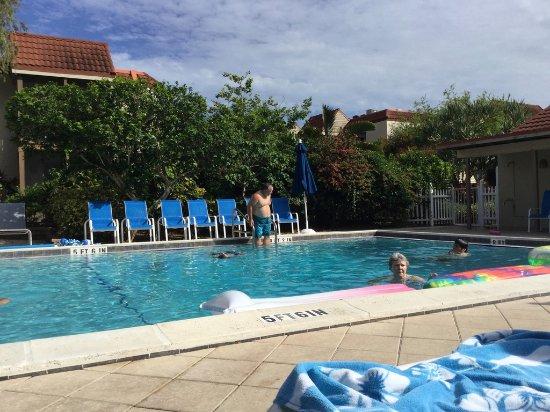 Sanibel Moorings pool-2