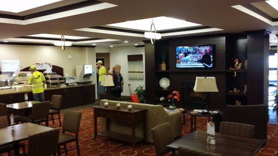 Holiday Inn Express & Suites Cambridge : Good food in attractive breakfast area