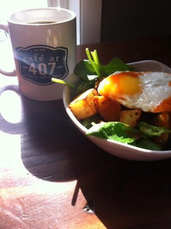 Liverpool, NY: Southwest Egg Bowl (Spinach, Fried Egg, Potatoes, Salsa, & sub hummus for sour cream) (March 201