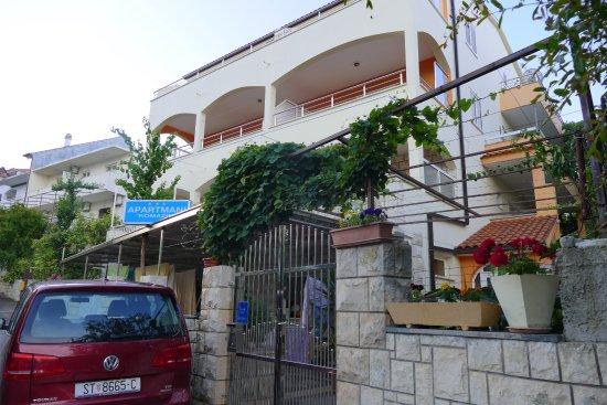 Apartments Komazin: Outside of Apartment Komazin