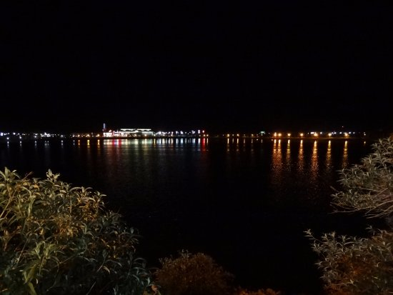 Western Village Inn & Casino: lake at night
