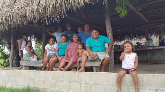 Punta Gorda, Belice: Eladio Pop & Family at the Chocolate Farm San Pedro Columbia