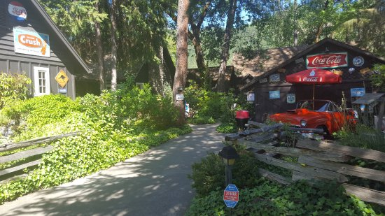 Shady Cove, Oregón: As you drive up and park