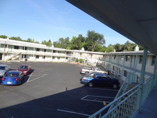 Rodeway Inn Redding: plenty of car parking space!!!