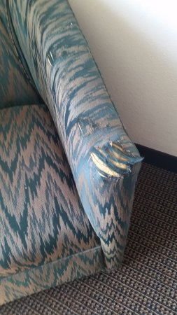 Days Inn & Suites of Morris : Chair in th corner of room