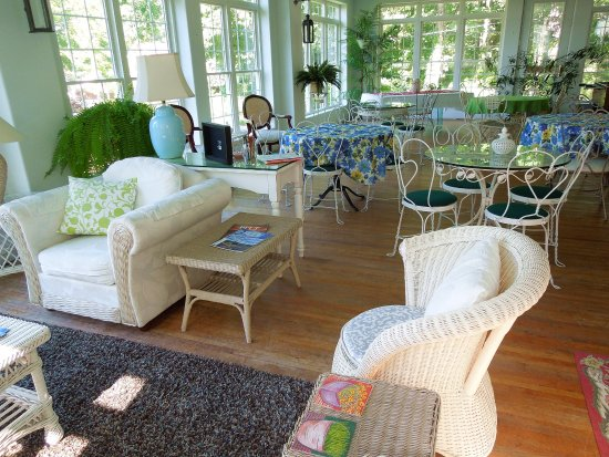 Bear Lake, MI: Garden Room