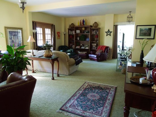Bear Lake, MI: Living Room