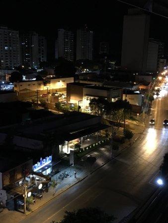 Hotel Deville Prime Cuiabá: Vista da sacada