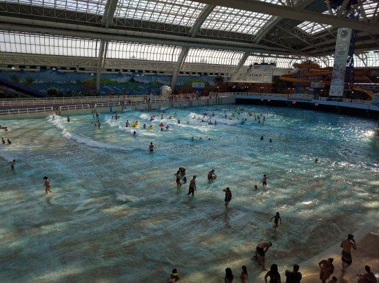 Blue Thunder Wave Pool Picture Of World Waterpark Edmonton Tripadvisor