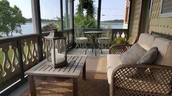 Whitehaven, Мэриленд: The screened porch from our room