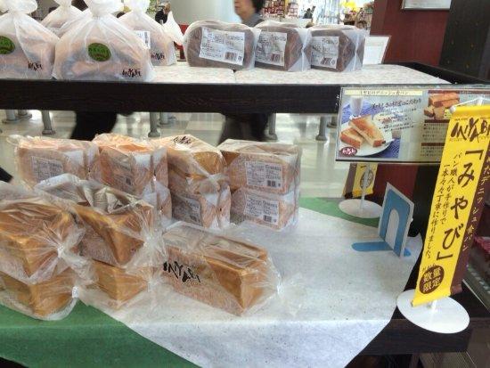 J Burrow: 東関東自動車の酒々井サービスエリア内のパン屋さん