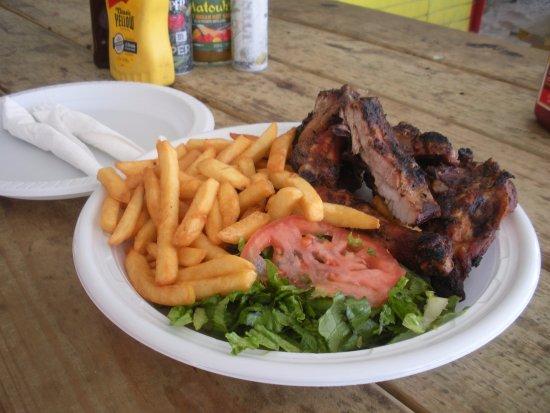 Mullet Bay, Saint-Martin : Ribs and chicken platter