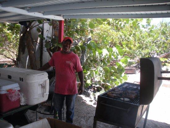 Mullet Bay, Saint-Martin : Grill master at Daleo's