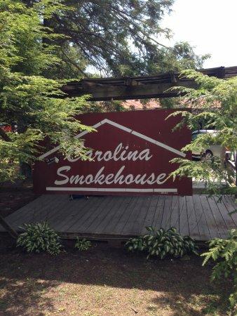 Carolina Smokehouse: Front Sign