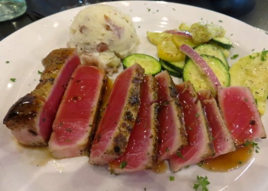 Green Valley, Αριζόνα: Seared Ahi Tuna -- perfectly cooked