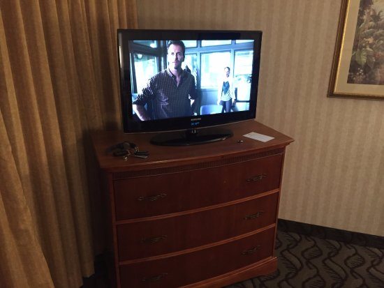 Embassy Suites by Hilton Arcadia Pasadena Area: Small t.v.