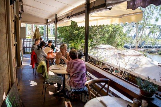 Savannah on Swan: Verandah dining