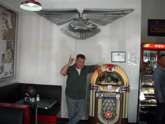 Laidley, Австралия: ROSS WILSON MR DADDY COOL HIMSELF DECLARED WE ARE THE OFFICIAL EAGLE ROCK CAFE