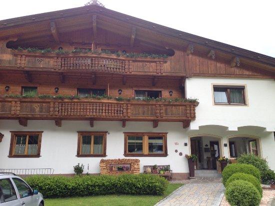 Wildschonau, Austria: Blick auf die Pension bei Ankunft (Vorderseite)