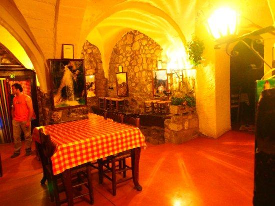 Sales De Llierca, İspanya: Restaurant L'Hostal de Sadernes