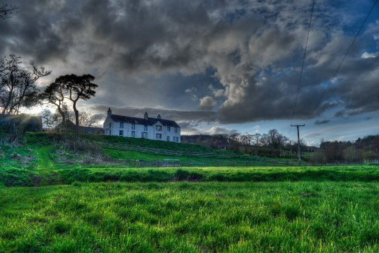 Billerwell Farm Bed & Breakfast: HDR photo showing more of the grounds and the B&B main house on the hill.