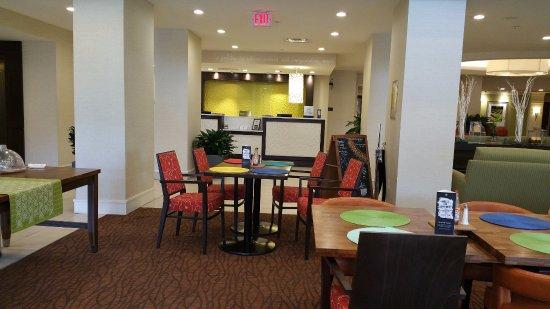 lobby area at hilton garden inn knoxvilleuniversity - Hilton Garden Inn Knoxville