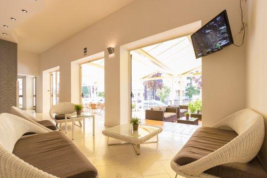 Hotel Aurora: Sala tv