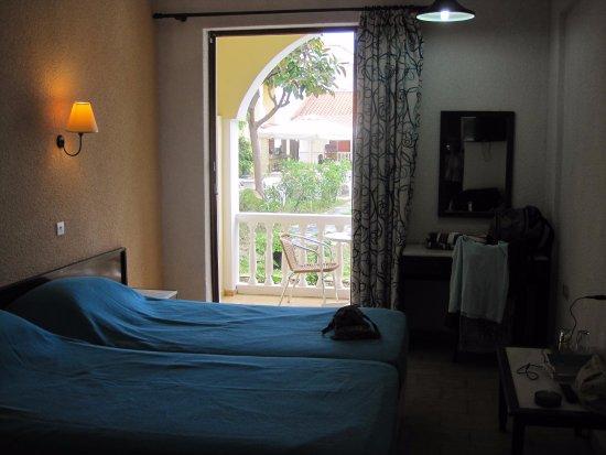 Iliessa Beach Hotel: Pænt værelse