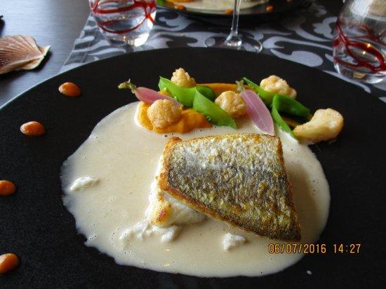 Hostellerie De La Mer: poisson du jour grillé sur peau et ses petits légumes