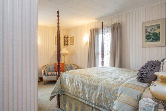 Butler house bed and breakfast niagara elalesi ny for Victorian garden room