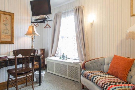 Butler house bed and breakfast bewertungen fotos for Victorian garden room