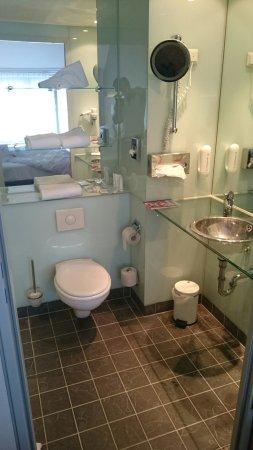 Ramada Berlin Mitte: Pokój 507 wraz z łazienką, cichy,bardzo czysty w świetnej lokalizacji.