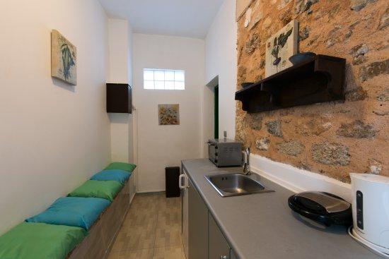 Xenones Lindos: Family Room Captain's House - Kitchenette