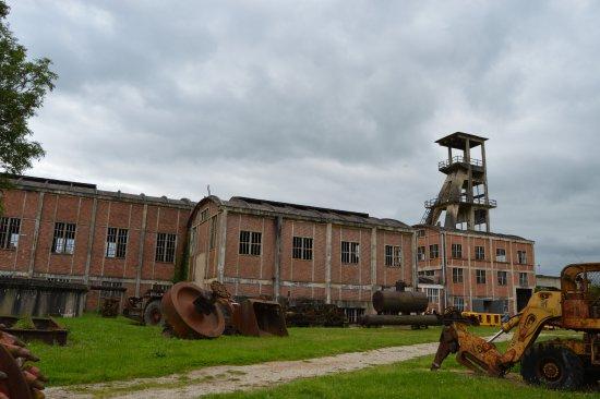 Noyant-d'Allier, Γαλλία: Les bâtiments et le matériel....