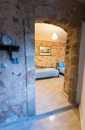 Xenones Lindos: Captan's House - Family Apartment Entrance