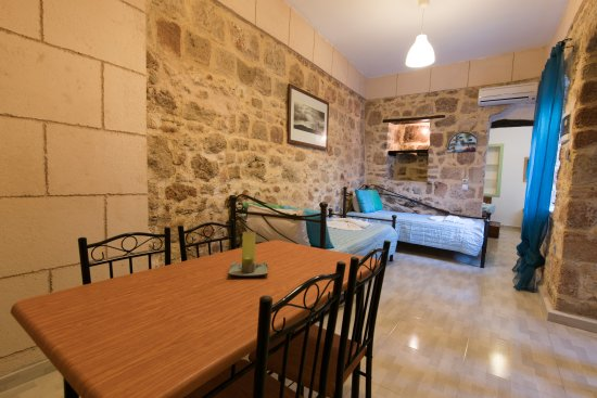 Xenones Lindos: Captain's House - Family Apartment - Dining / Living Area