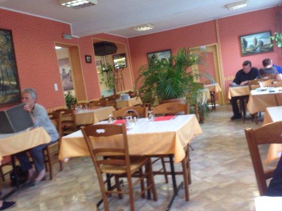 Toulon-sur-Allier, ฝรั่งเศส: Ambiance sympha
