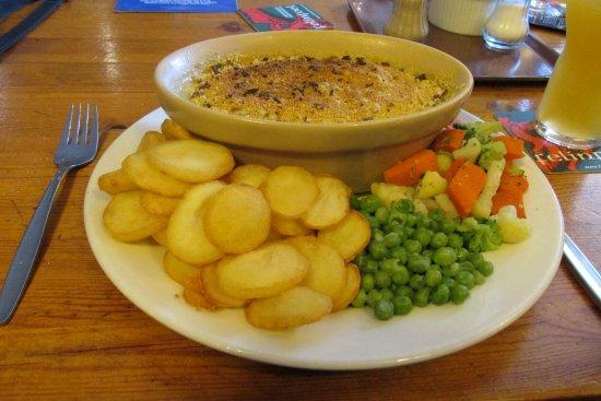 New Inn Pentregat: Leek and mushroom crumble with sautéed potatoes