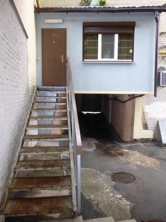 KievInn Apartment Complex: stairs to apartment No 9